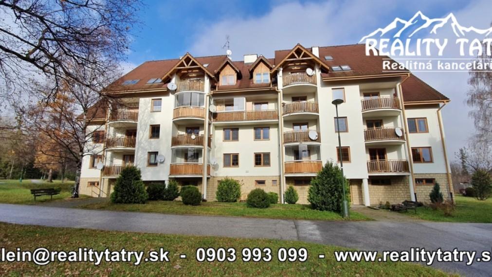 Apartmán - Byt 1 izbový s balkónom 44 m2 priamo vo Vysokých Tatrách v Tatranskej Lomnici - TOP LOKALITA - ODPORÚČAME !!!