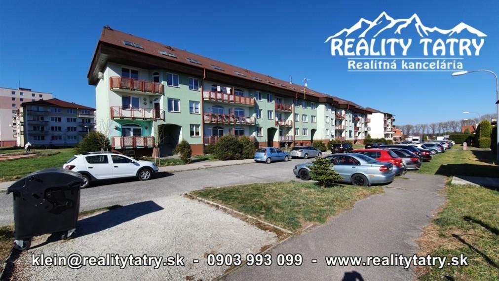 Priestranný 3 izbový podkrovný byt 72 m2 v tichej lokalite SVIT s peknými výhľadmi na končiare Vysokých Tatier - ODPORÚČAME