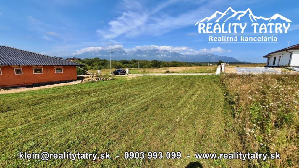 Stavebný pozemok 715 m2 na výstavbu rodinného domu s nádherným výhľadom vo Veľkej Lomnici - ODPORÚČAME !!!